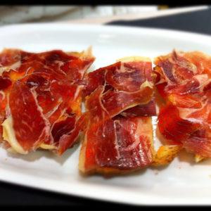 Tostada_con_tomate_y_jamon_iberico