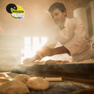 Fotografía panadero con logo Mundopan