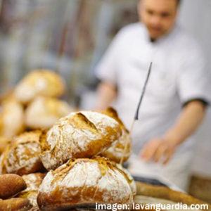 Fotografía de panadero y pan